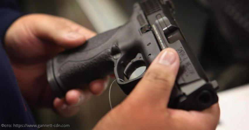 В Москве ученик принес в школу пистолет и открыл стрельбу