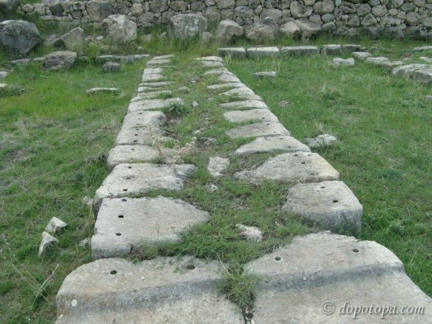 Загадка допотопных отверстий в каменных глыбах