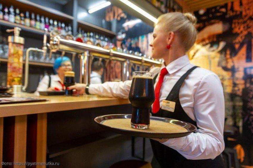 Скупой клиент вместо чаевых оставил официантке лотерейный билет и сделал её миллионершей