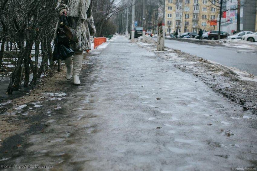 Москву начали засыпать реагентом