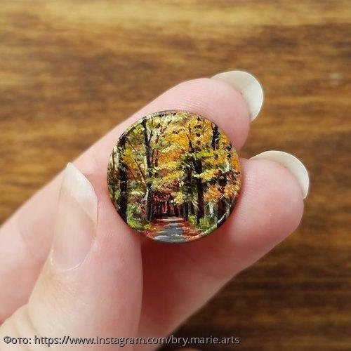 Мини-шедевры: американская художница рисует крошечные картины на монетах