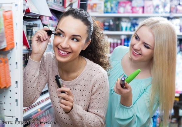 Пробники туши и помады в косметических магазинах могут быть смертельно опасны