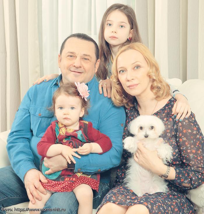 Игорь Саруханов восхитил поклонников редким снимком с молодой супругой