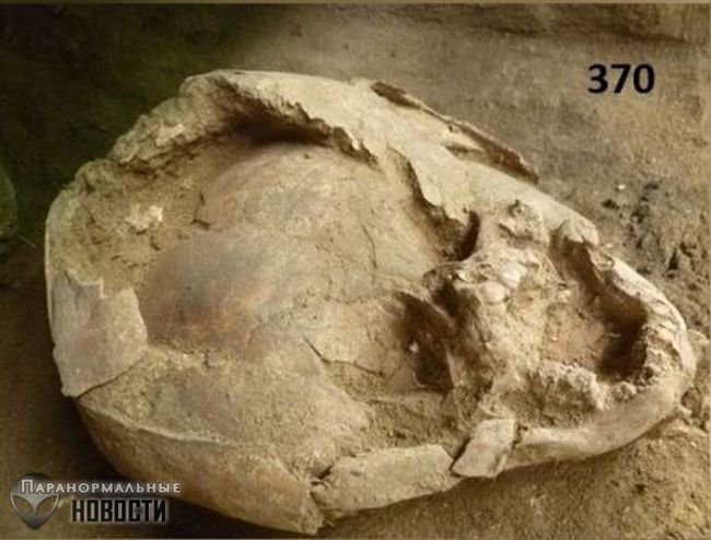 Археологов шокировало древнее захоронение детей в шлемах из человеческих черепов