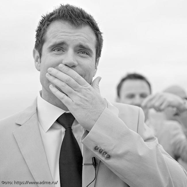 10 фотографий женихов, которые впервые видят любимую в свадебном платье: невозможно сдержать слез умиления