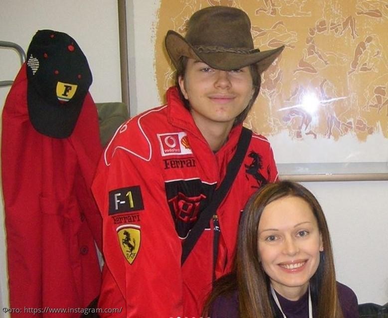 Ирина Безрукова показала архивные фото умершего сына