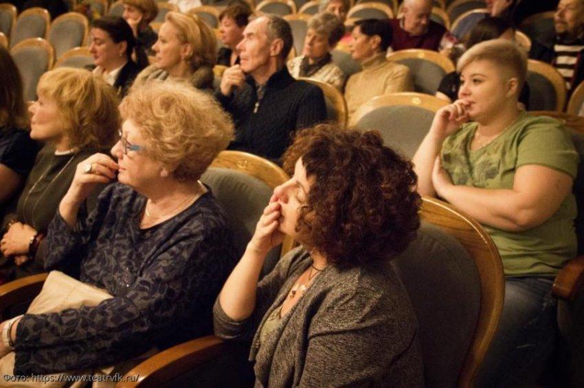 Главный режиссер Театра имени Коммисаржевской, Леонид Алимов, рассказал о жизни и развитии легендарного театра