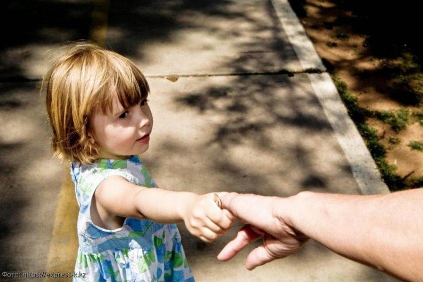 Мать спустя 15 лет явилась к брошенной дочери и потребовала обеспечить ей достойную старость