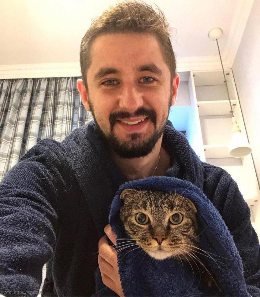 Толстого кота Виктора не пустили в самолет, тогда его хозяин проявил смекалку