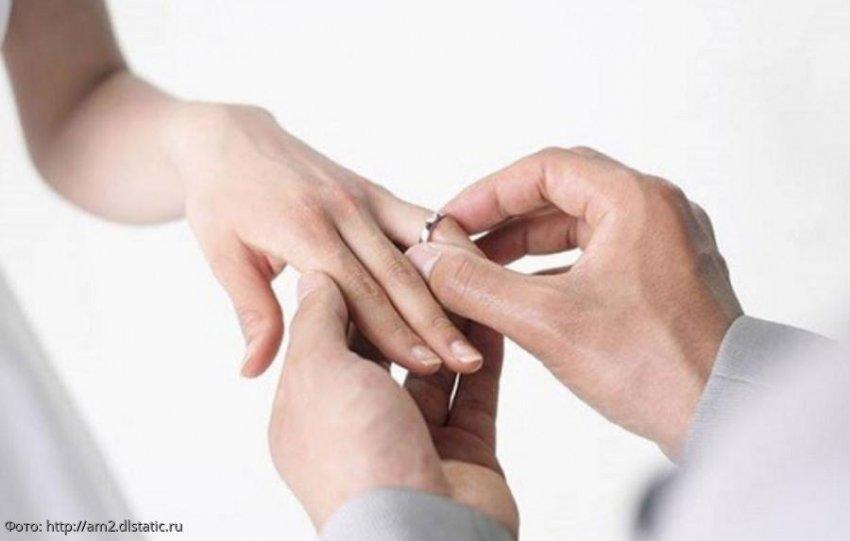 4 брака женщины завершились разводами, после чего она вернулась к первому мужу