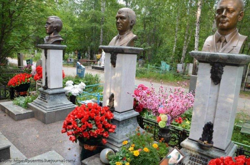 Прогулка по кладбищу: пафосные надгробия авторитетов Екатеринбурга