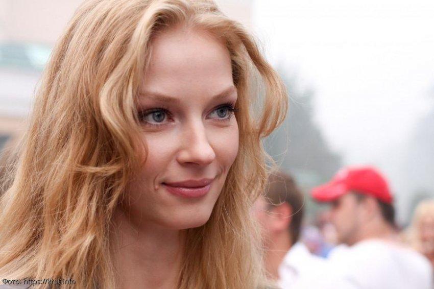 Обладательницу самых длинных ног в российском кино Светлану Ходченкову сравнили с лошадью на ипподроме