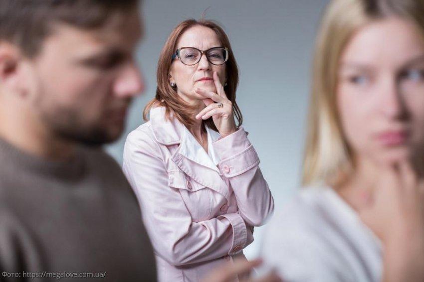 История из жизни: парень боялся познакомить девушку с мамой, пока не пришел на встречу с ее отцом