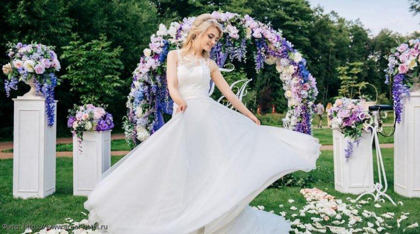 Жених на свадьбе признался невесте, что избавлялся от всех ее ухажеров обманом