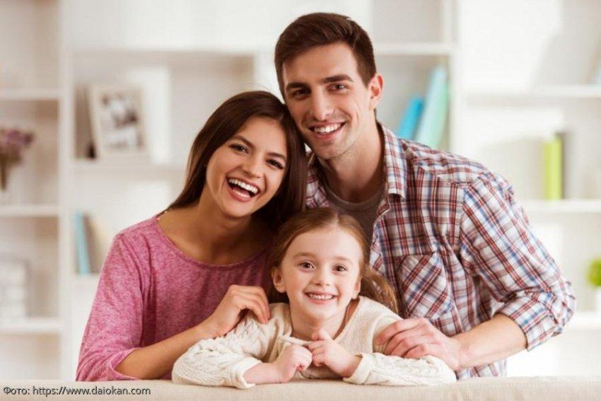 Михаил с семьей только въехала в дом, когда его дочь нашла запертый подвал за камином, озолотивший их