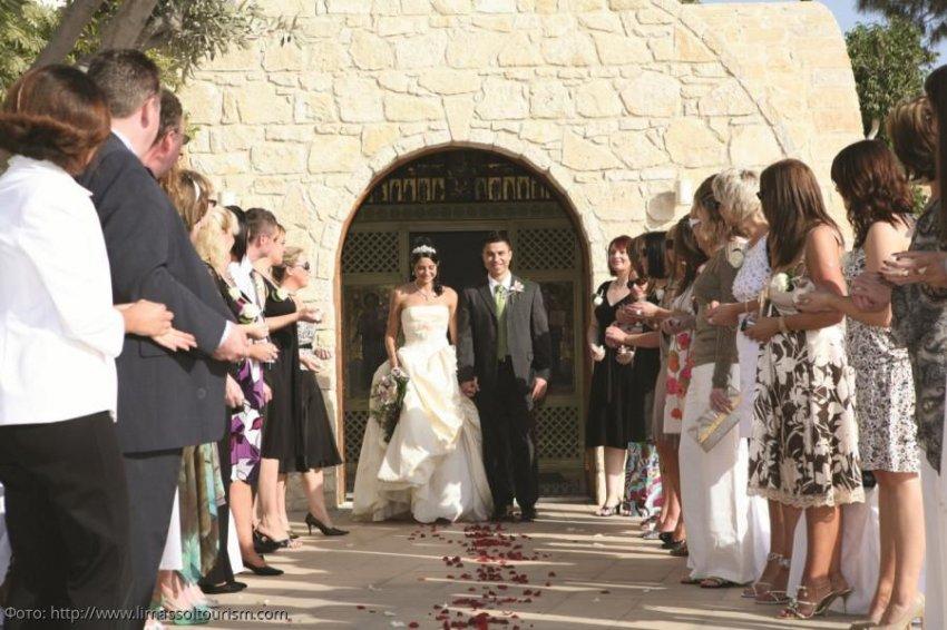 Жених привел на свою свадьбу бывшую девушку и сильно пожалел об этом