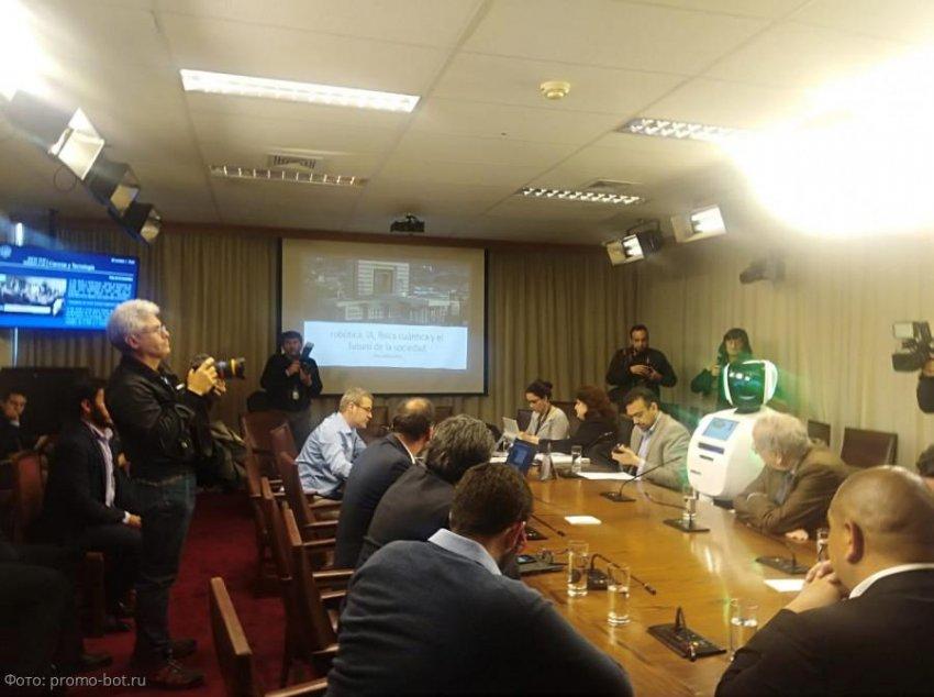 Российский робот выступил в Национальном Конгрессе Чили