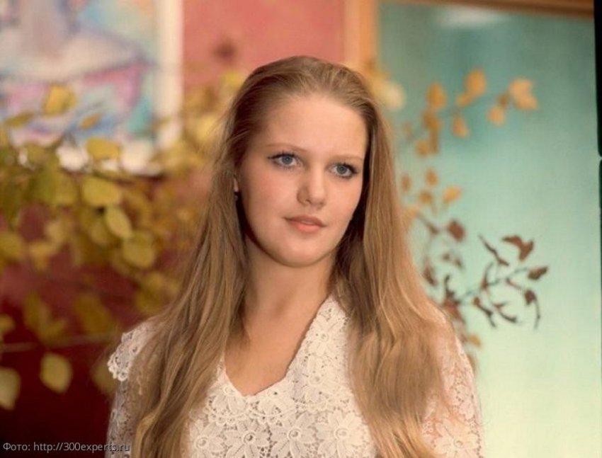 Пользователи Сети обсуждают новую внешность Елены Прокловой после пластических операций