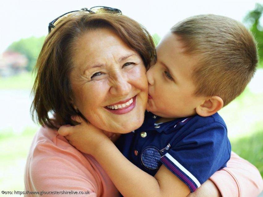 Бабушка поспешно забрала внука из дома родителей, когда узнала об их семейных играх