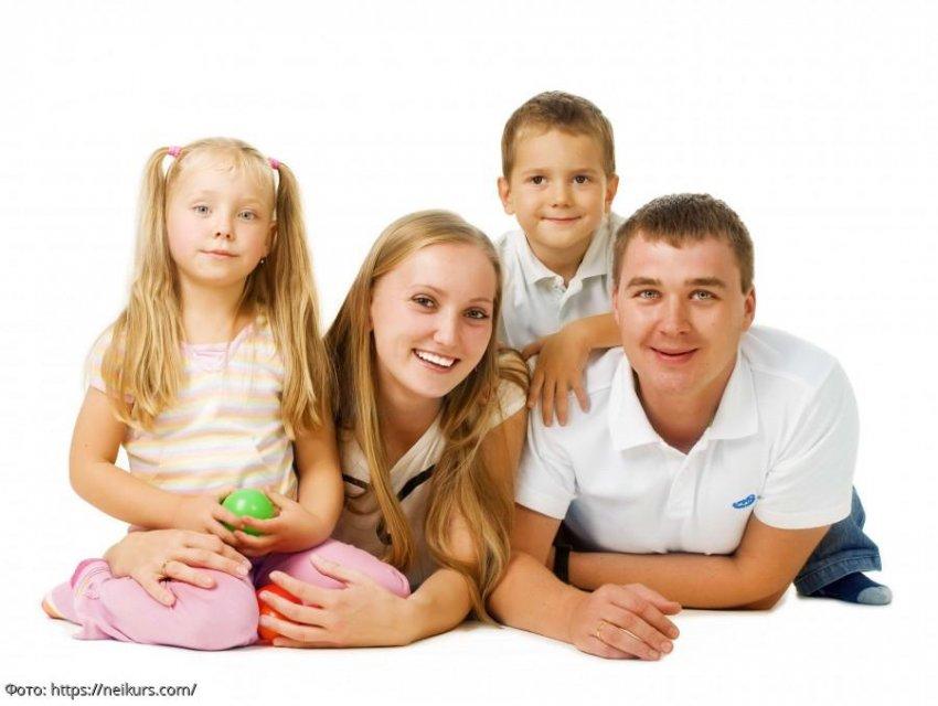 Муж хотел уйти от жены, но она уговорила его на третьего ребенка, спустя 16 лет об этом решении пожалели все