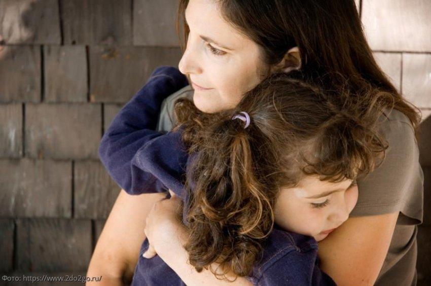 Годовалая девочка спасла матери жизнь, когда та была на волосок от смерти