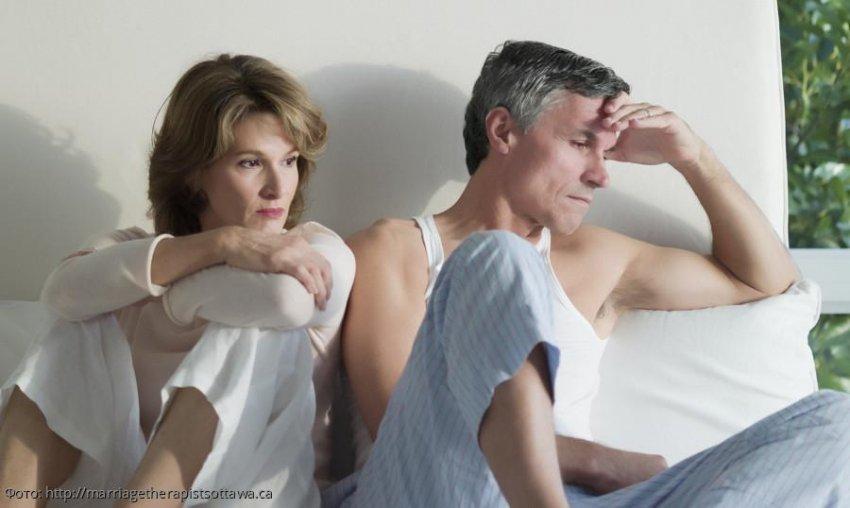 Бдительная дама заметила, что женатый сосед водит любовницу, и попросила денег за молчание