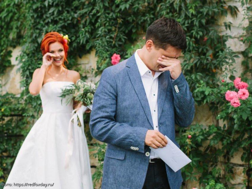 10 фото женихов, впервые увидевших невест в белом платье: искренние эмоции, заставляющие поверить в любовь