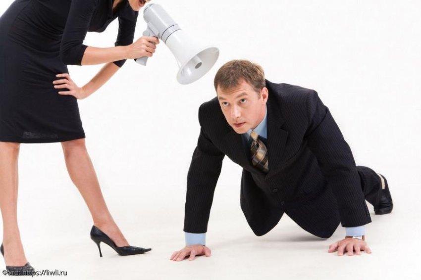 Жена считала мужа тряпкой, но случай в тёмной подворотне заставил её забыть о разводе