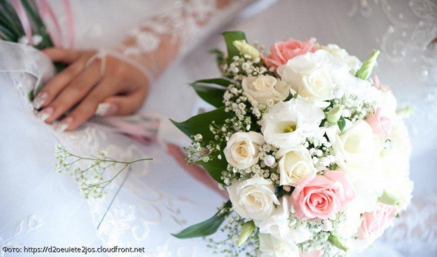 Только спустя 5 лет брака муж понял, почему его жена на свадьбе отказалась бросать букет