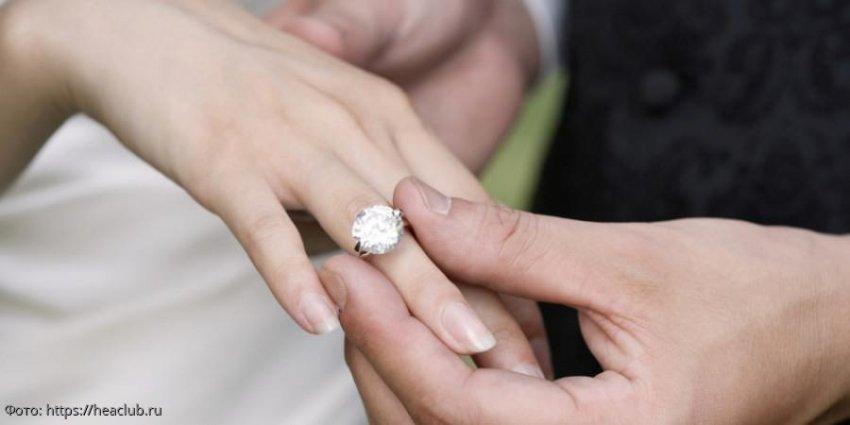Тесное кольцо невесты оказалось впору её младшей сестре - и жених понял, что это судьба