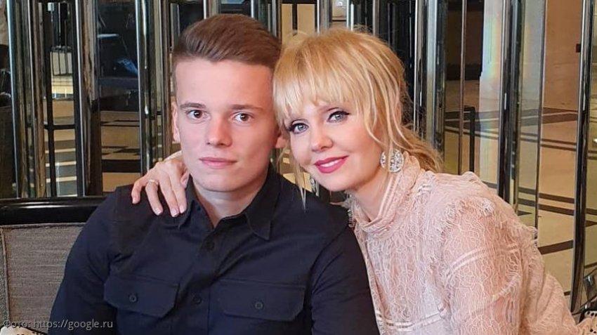 Младший сын певицы Валерии едва не погиб в ДТП, спеша к маме на концерт