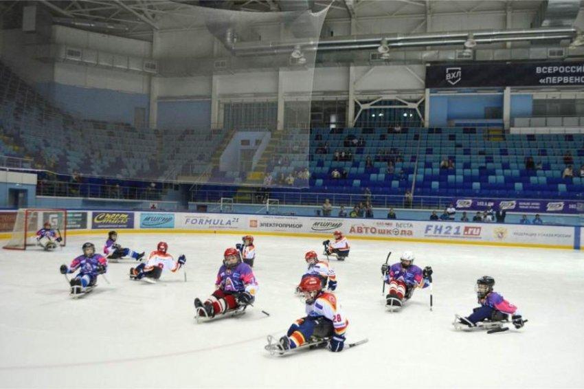 Незрячие хоккеисты проведут открытую тренировку со специалистом из штаба сборной Канады