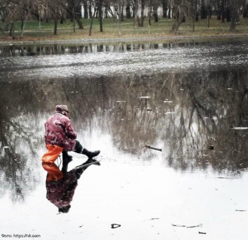 Рыбаки не выдержали и вышли на лед в Москве