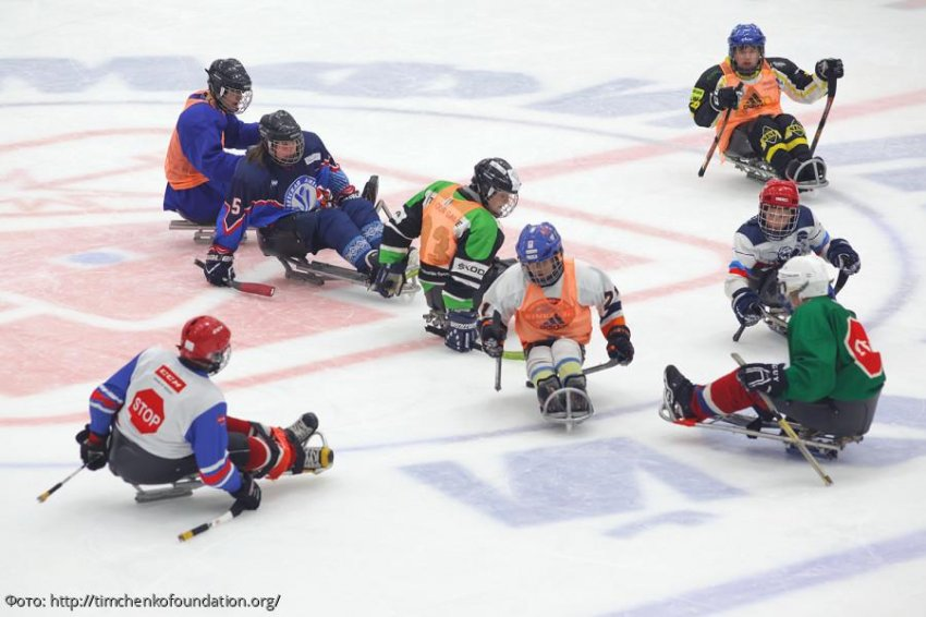 Незрячие хоккеисты провели открытую тренировку со специалистом из штаба сборной Канады