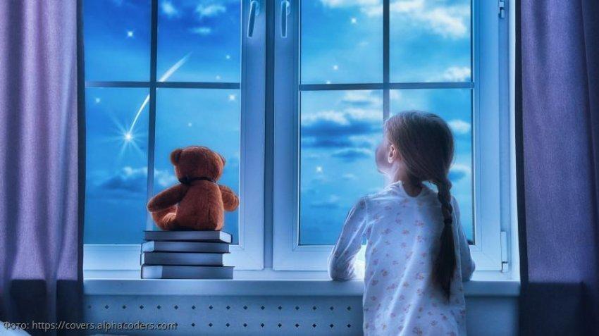 Маленькая дочь не верит, что мамы больше нет, и каждый день звонит ей по телефону на небеса