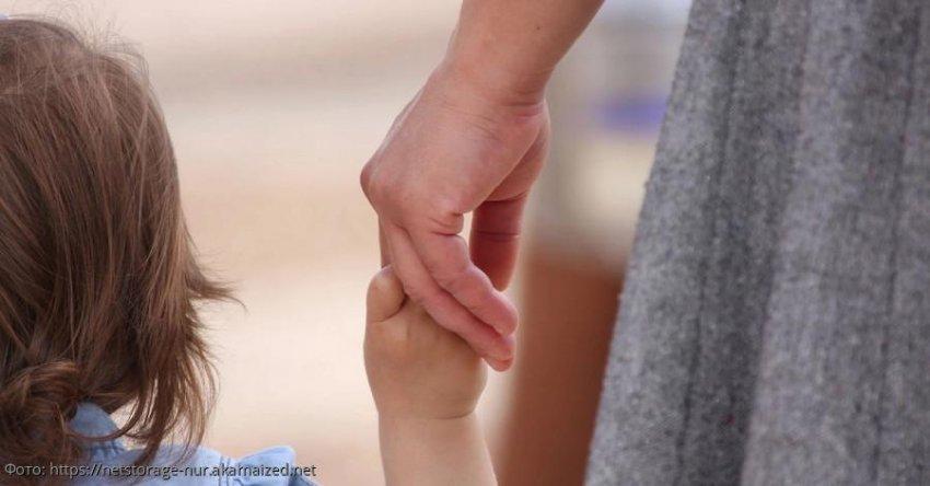 Мать отдала дочь в чужую семью, а спустя 4 года заявила о ее пропаже, чтобы вернуть назад