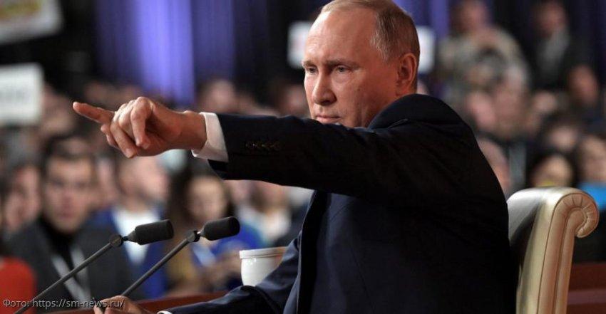 На пресс-конференции Владимира Путина журналистам запретили использовать крупногабаритные плакаты