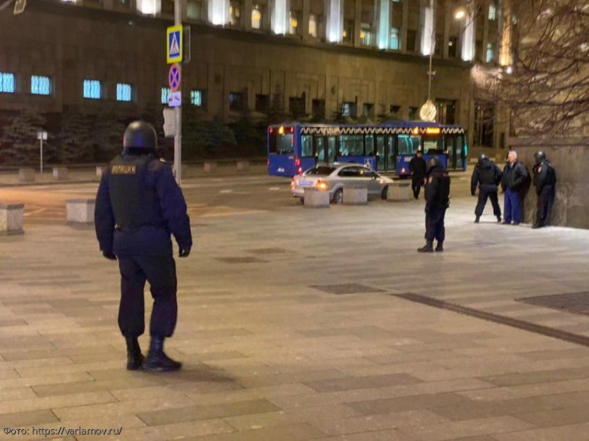 В Центре Москвы ликвидировали стрелка, открывшего стрельбу по сотрудникам правоохранительных органов