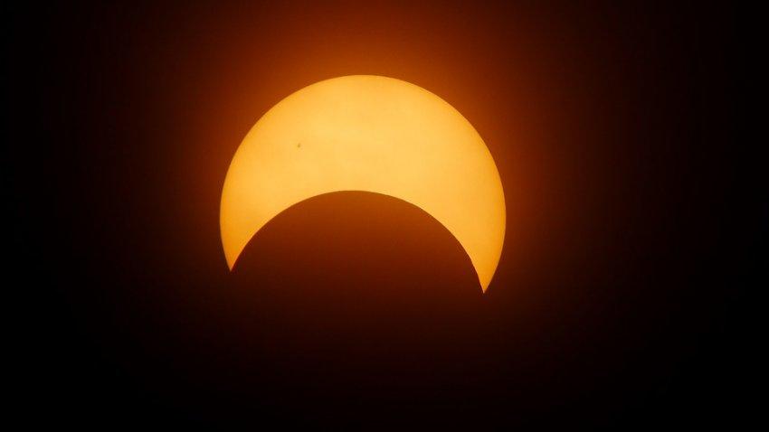 Самое мощное солнечное затмение за 250 лет: что делать и когда ждать