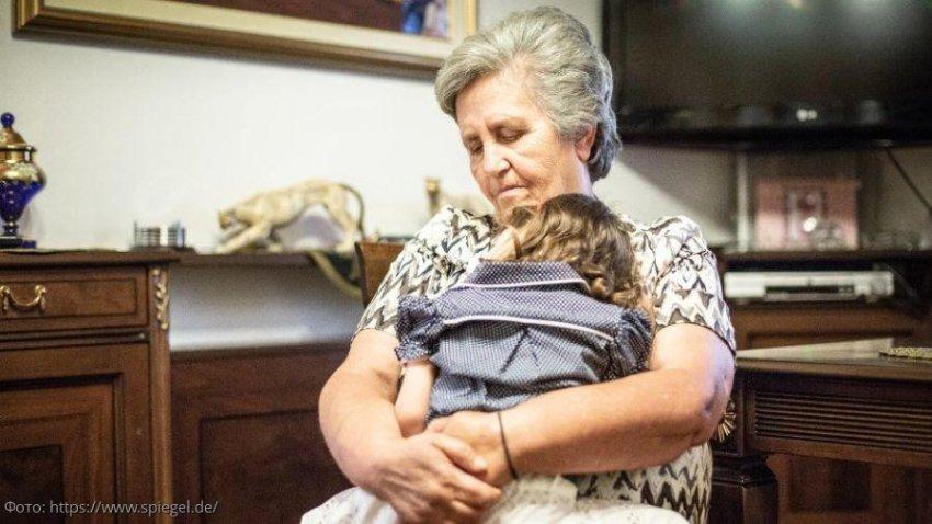 В Греции 66-летняя женщина стала суррогатной матерью для своей дочери