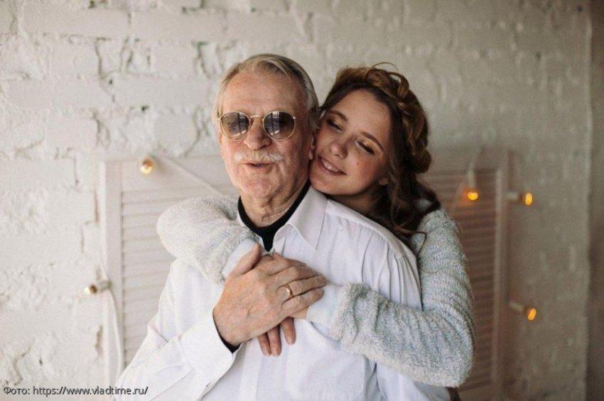 Бывшая жена Ивана Краско беременна от внебрачного сына актера