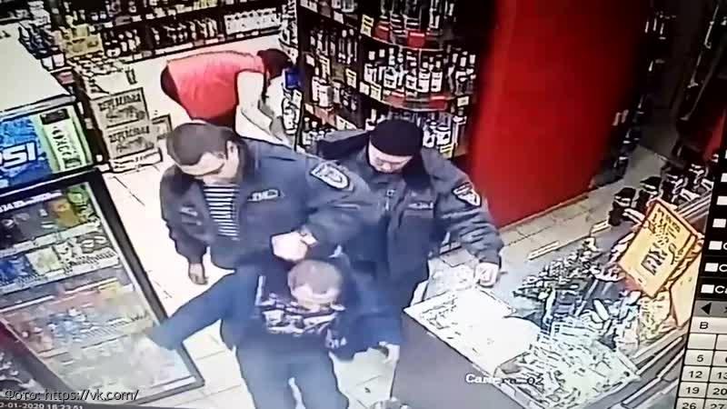 В Нижнем Новгороде охранники магазина избили покупателя из-за банки кофе