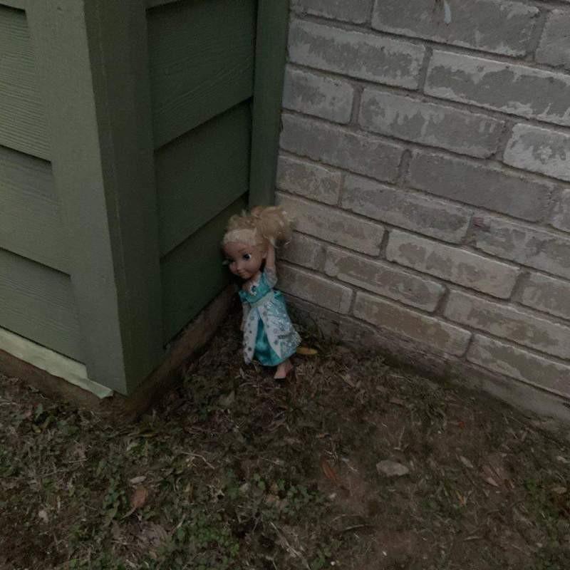 Выбрасывали два раза, но она все время возвращалась обратно: В Техасе обсуждают проклятую куклу