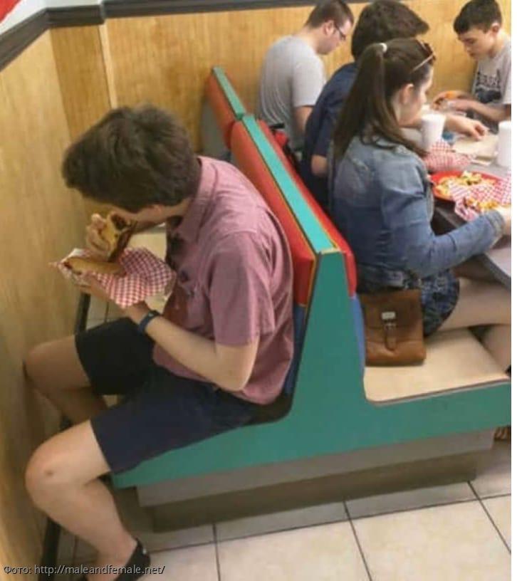 10 фото странных ситуаций людей, для которых абсурд это нормально