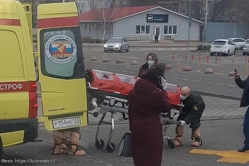 В Краснодаре госпитализировали пассажира, прилетевшего из Китая, с подозрениями на коронавирус