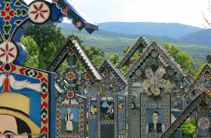 Веселое кладбище в Румынии: о смерти с юмором