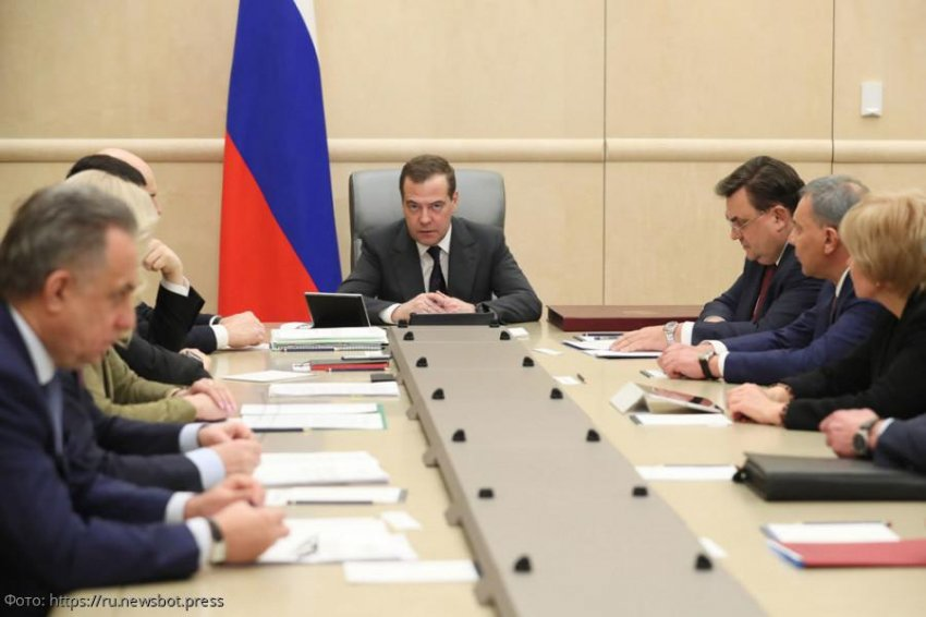 Правительство России во главе с Дмитрием Медведевым уходит в отставку