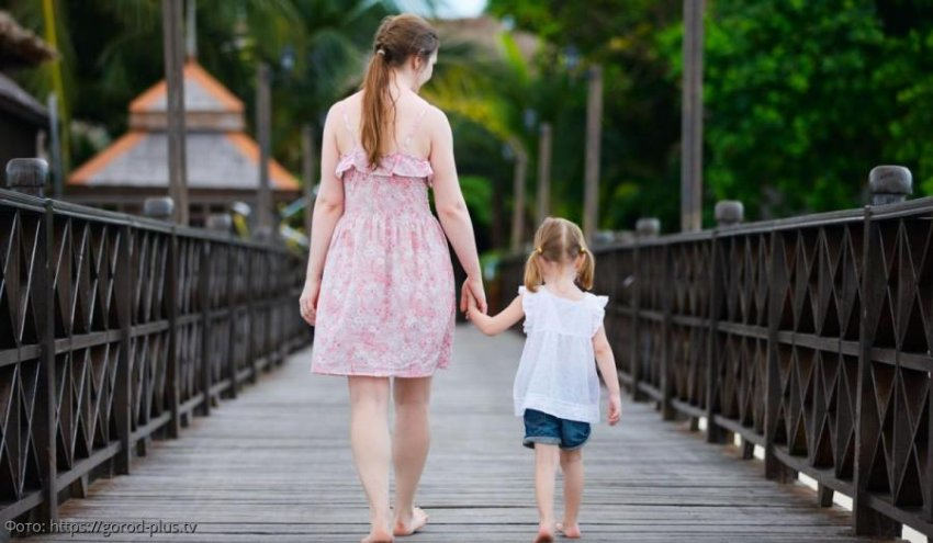 Девушка, выросшая без отца, взяла себе «матчество» вместо отчества