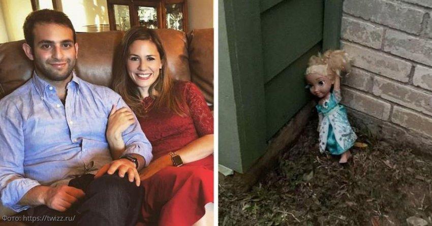Молодая пара несколько раз выкидывала детскую куклу, но она каждый раз возвращалась