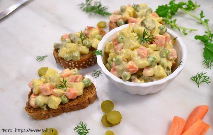 Вегетарианский оливье: с грибочками, авокадо и вкусным соусом